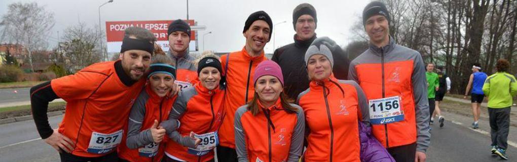 Jeśli poszukujesz grupy biegowo zakręconych osób do wspólnych wyjazdów na zawody, treningów zapraszamy w nasze szeregi.